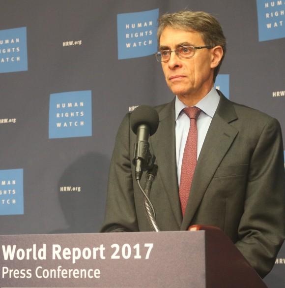 Human Rights Executive Director Kenneth Roth introduces the