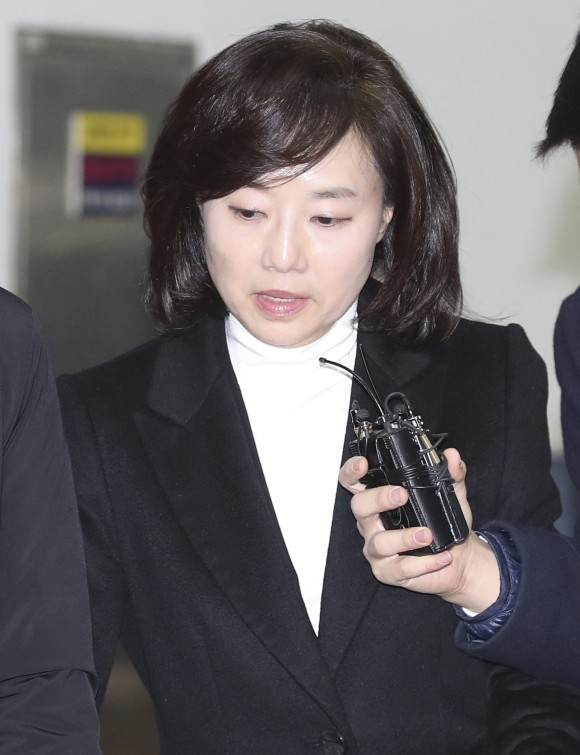 South Korean Minister of Culture, Sports and Tourism Cho Yoon-sun leaves after questioning at the office of special prosecutors in Seoul, South Korea, on Jan. 18, 2017. (Kim Do-hun/Yonhap via AP)