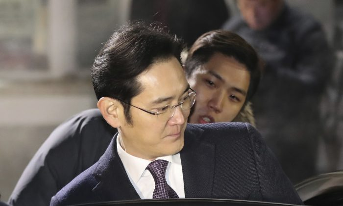 Lee Jae-yong, a vice chairman of Samsung Electronics Co. gets into a car as he leaves after waiting for the court's decision in front of a detention center in Uiwang, South Korea, on Jan. 19, 2017. (Lee Sang-hak/Yonhap via AP) KOREA OUT