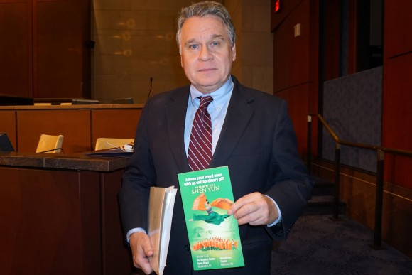 Rep. Chris Smith (R-NJ), the chairman of the Congressional-Executive Commission on China. (Lin Fan/Epoch Times)