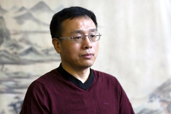 Li Zhenjun shares his story of persecution in China in Manhattan, New York, on Jan. 2, 2017. (Samira Bouaou/Epoch Times)