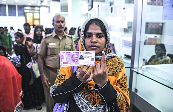 A woman with new 2,000 rupee notes after exchanging 500 and 1,000 rupee banknotes at a bank in Chennai, India, on  Nov. 17, 2016. (ARUN SANKAR/AFP/Getty Images)