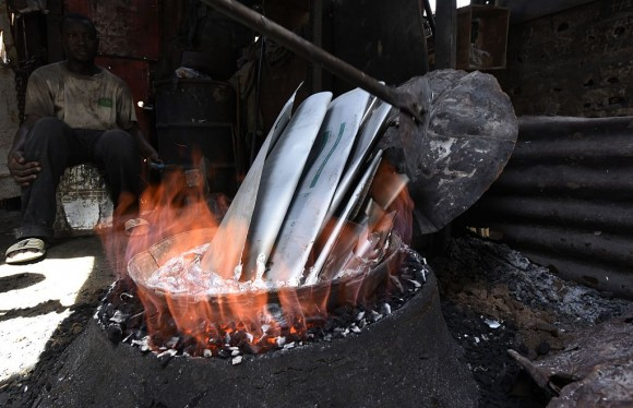 Aluminium plates are melted to produce cooking pots on Oct. 12, 2015, in Dakar, Senegal. Pots produced this way release lead and other toxins into food, according to a study published in the February 2017 issue of the journal Science of the Total Environment. (Seyllou/Getty Images)