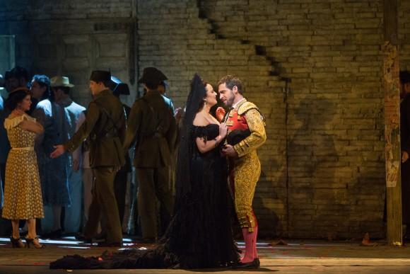 Carmen (Clémentine Margaine) and her new love, Escamillo (Kyle Ketelsen), in Bizet's