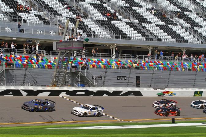 The start of the IMSA CTSCC BMW Endurance Challenge at Daytona, Friday, Jan. 27, 2017. (Chris Jasurek/Epoch Times)