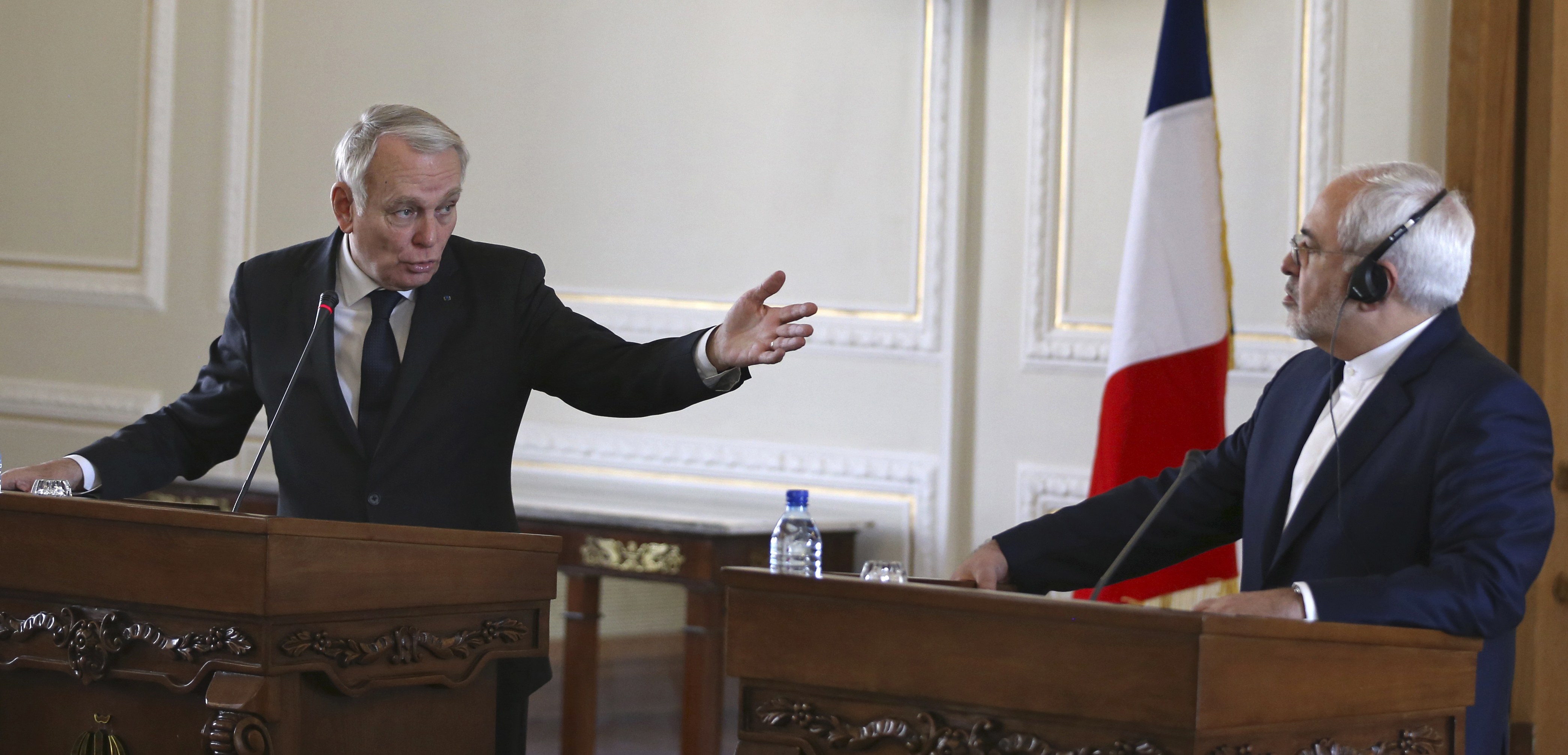 French Foreign Minister Jean-Marc Ayrault (L) speaks during a joint press conference with his Iranian counterpart Mohammad Javad Zarif in Tehran, Iran on Jan. 31, 2017. (AP Photo/Vahid Salemi)
