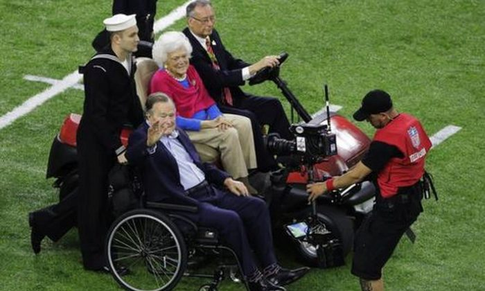 Former President George H.W. Bush and wife, Barbara arrive on the field before the NFL Super Bowl 51 football game between the New England Patriots and the Atlanta Falcons, Sunday, Feb. 5, 2017, in Houston. (AP Photo/Charlie Riedel)