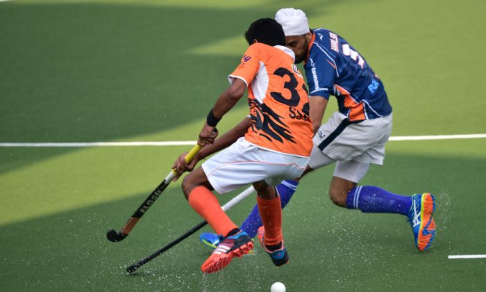 Intense play between SSSC-A (Orange) and Khalsa-A during their HKHA Premier-A Division match at King's Park on Sunday Feb 5. Khalsa hit back from 3-1 down at half time to win the match 4-3. (Bill Cox/Epoch Times).