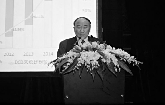 Zheng Shusen, a liver surgeon at Zhejiang University's First Affiliated Hospital, gives a presentation at a liver transplantation conference in Chengdu, Sichuan Province, on Nov. 21, 2015. (haodf.com)