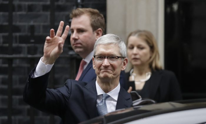 Apple CEO Tim Cook waves at members of the media as he leaves 10 Downing Street in London on Feb. 9, 2017. (AP Photo/Matt Dunham)