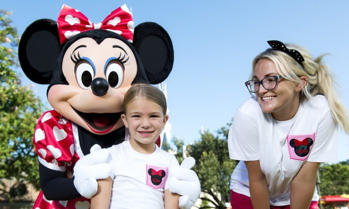 Actress and country music artist Jamie Lynn Spears poses with her six-year-old daughter Maddie and Minnie Mouse in front of Cinderella Castle at the Magic Kingdom park August 14, 2014 in Lake Buena Vista, Florida.  (Photo by Chloe Rice/Disney Parks via Getty Images)
