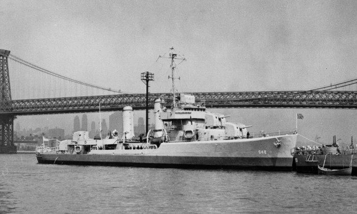 The USS Turner on the East River in New York City near the Williamsburg Bridge. (U.S. Navy via AP)