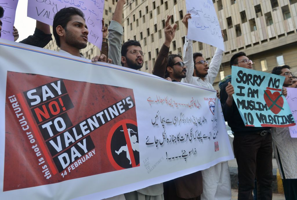 Pakistani men protest against Valentine's Day celebrations in Karachi on February 12, 2017. The western tradition of Valentine's Day is reviled in parts of Pakistan's conservative Islamic society.  / AFP / RIZWAN TABASSUM        (Photo credit should read RIZWAN TABASSUM/AFP/Getty Images)