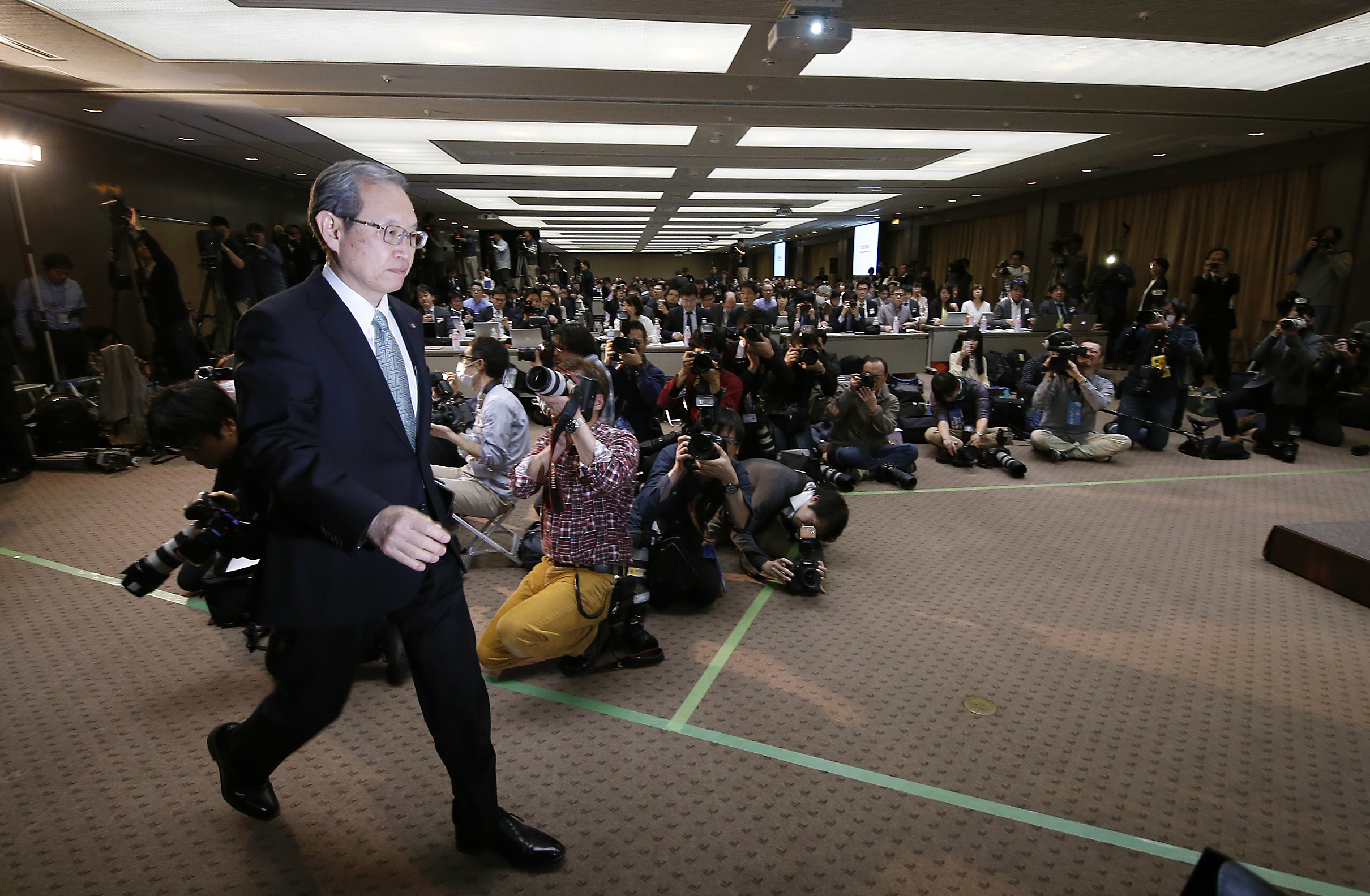 Toshiba Corp. President Satoshi Tsunakawa arrives for a press conference at the company's headquarters in Tokyo on Feb. 14, 2017. (AP Photo/Shizuo Kambayashi)