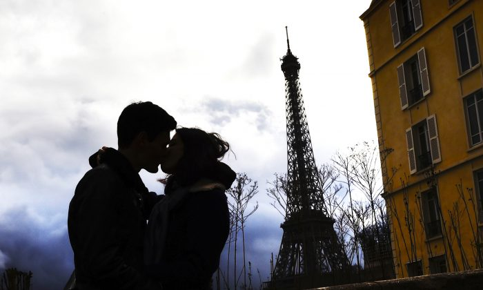 A couple kiss in front of the Eiffel tower on Valentine's day in 2015 in Paris.   (LOIC VENANCE/AFP/Getty Images)