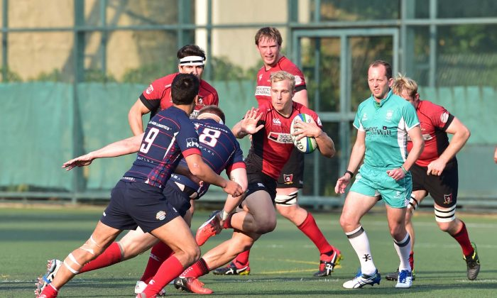 Societe Generale Valley's Max Woodward surges forward with good support during their match against Bloomberg Hong Kong Scottish at The Rock last Saturday Feb 11, 2017 in their HKRFU Premiership league match. Valley won the match 29-3. (Bill Cox/Epoch Times)