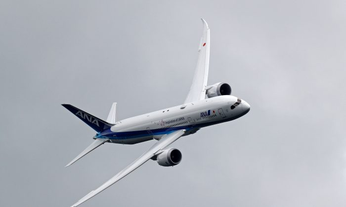 Boeing 787 Dreamliner takes part in a flying display at the Farnborough Airshow, south west of London, on July 12, 2016. (ADRIAN DENNIS/AFP/Getty Images)