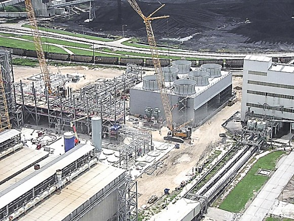 An aerial view of the Petra Nova facility, still under construction, in September 2015. The project, which reached completion last month, adds Mitsubishi Heavy Industries' CO2 capture technology to an existing coal-fired power plant. (Department of Energy)
