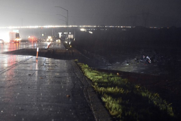 A section of southbound Interstate 15 just south of Hwy 138 is washed away on Friday, Feb., 17, 2017, in the Cajon Pass, Calif. A powerful Pacific storm blew into Southern and Central California on Friday with wind-driven heavy rains that downed power lines and disrupted hundreds of flights at airports. (David Pardo/The Daily Press via AP)  /The Daily Press via AP)