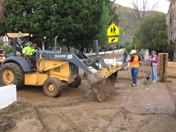 Residents and city workers clean up after a mudslide in Duarte, Calif. on Feb. 18. (Sarah Le/Epoch Times)
