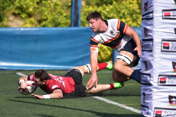 Valley scrumhalf Ruan Duplooy scores his 2nd try during the HKRFU Premiership match against Hong Kong Cricket Club at Happy Valley on Saturday Feb 18, 2017. (Bill Cox/Epoch Times)