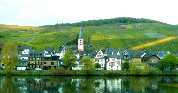 A town surrounded by vineyards on the Mosel River. (Barbara Angelakis)