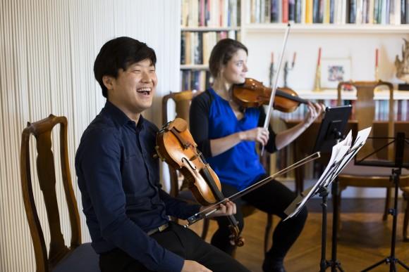 MCP violinist Siwoo Kim (L). (Samira Bouaou/Epoch Times)