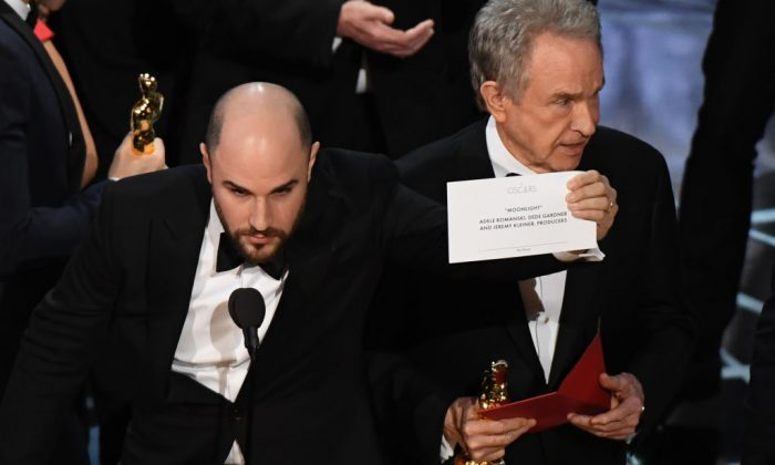 """La La Land"" producer Jordan Horowitz (L) shows the card reading Best Film 'Moonlight"" next to US actor Warren Beatty after the latter mistakingly read ""La La Land"" initially at the 89th Oscars in Hollywood, CA., on Feb. 26, 2017. (MARK RALSTON/AFP/Getty Images)"