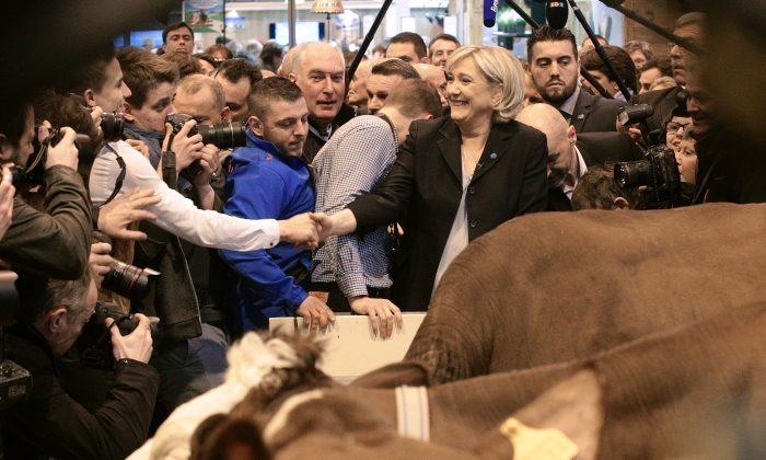 French far-right Front National (FN) party candidate for the presidential election Marine Le Pen (C) visits the Agriculture Fair in Paris on Feb. 28, 2017. (GEOFFROY VAN DER HASSELT/AFP/Getty Images)