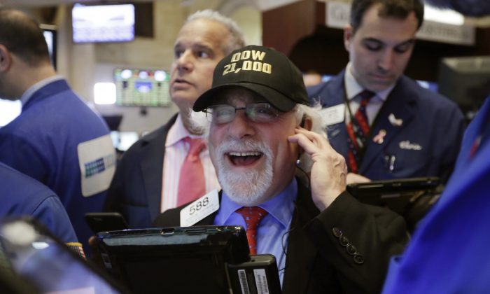 "Trader Peter Tuchman wears a ""Dow 21,000"" hat as he works on the floor of the New York Stock Exchange on March 1, 2017. (AP Photo/Richard Drew)"