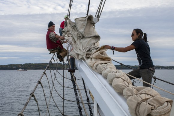 Crew members at work. (Channaly Philipp/Epoch Times)