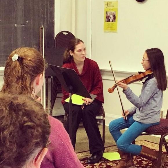 Cassia Harvey teaching at her studio in Philadelphia. (Courtesy of Cassia Harvey)