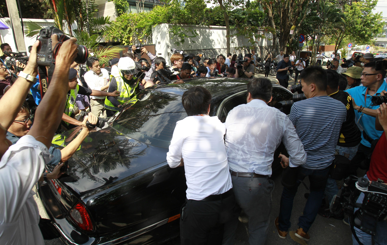 Journalists surround a car of North Korean Ambassador to Malaysia Kang Chol leaving the embassy in Kuala Lumpur, Malaysia on March 6, 2017. (AP Photo/Daniel Chan)