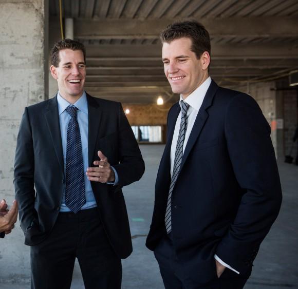 Entrepreneurs Cameron Winklevoss (L) and his brother Tyler Winklevoss  in New York City on Nov. 13, 2013. (Andrew Burton/Getty Images)