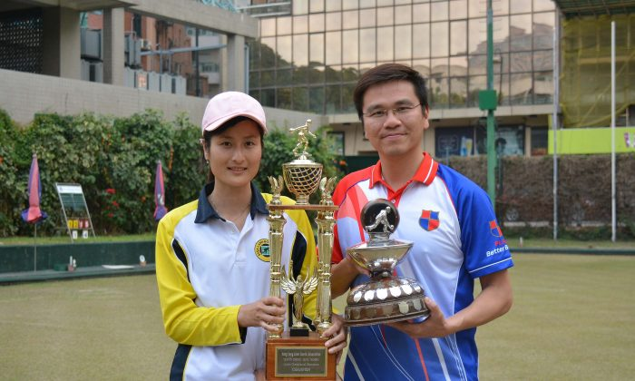 Tony Cheung from Kowloon Bowling Green Club (right) and Cheryl Chan of Shatin Sports Association became winners at the National Champion of Champions Singles played at Kowloon Bowling Green Club last Sunday, March 5, 2017. (Stephanie Worth)