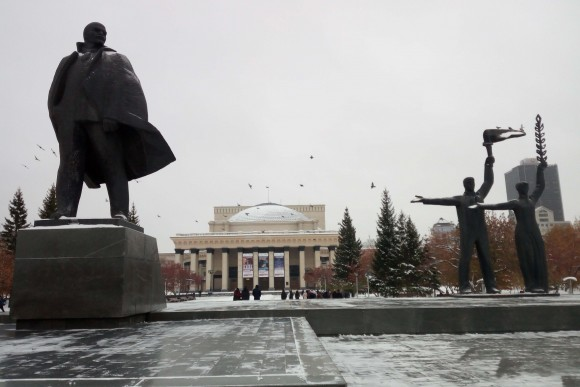 Novosibirsk--the wall has come down but Lenin square remains. (Vlatka Jovanovic)