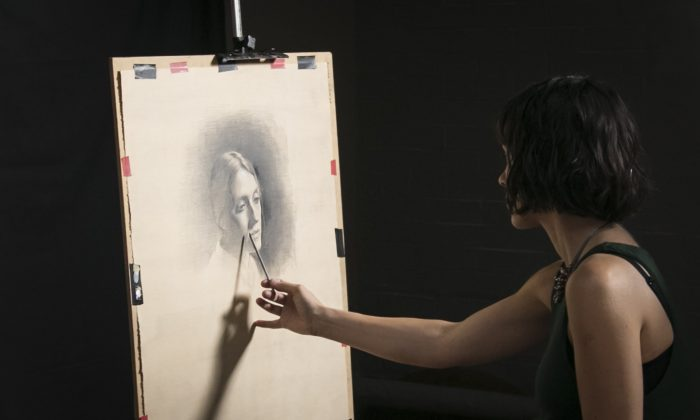 Amaya Gurpide draws in her studio  at The Florence Academy of Art–U.S. branch in Jersey City on August 1, 2016. (Samira Bouaou/The Epoch Times)