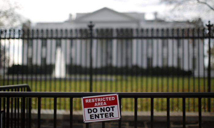 A restricted area sign is seen outside of the White House in Washington on Nov. 27, 2015. (REUTERS/Carlos Barria)