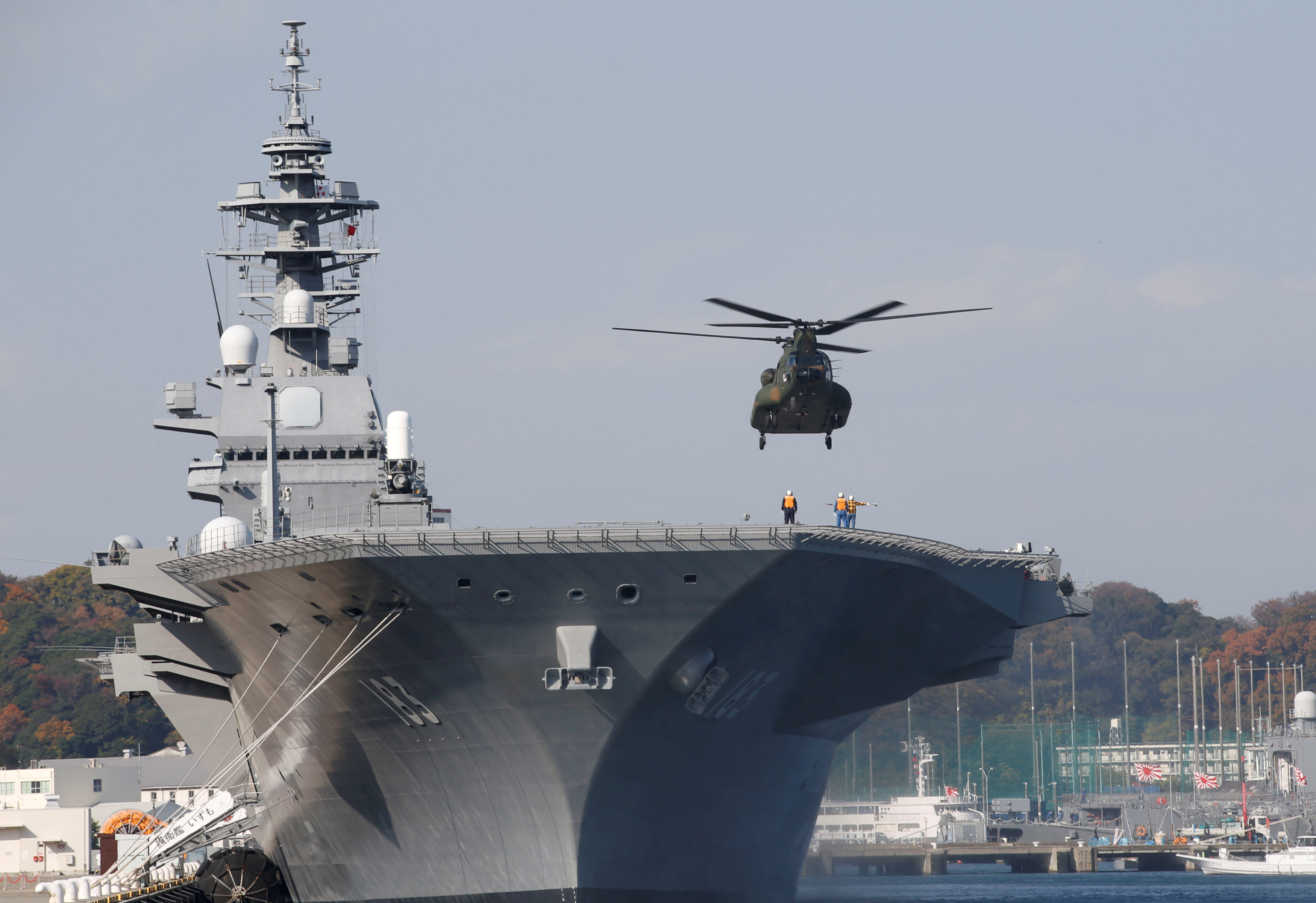 A helicopter lands on the Izumo, Japan Maritime Self Defense Force's (JMSDF) helicopter carrier, at JMSDF Yokosuka base in Yokosuka, south of Tokyo, Japan onDec. 6, 2016. (REUTERS/Kim Kyung-Hoon)