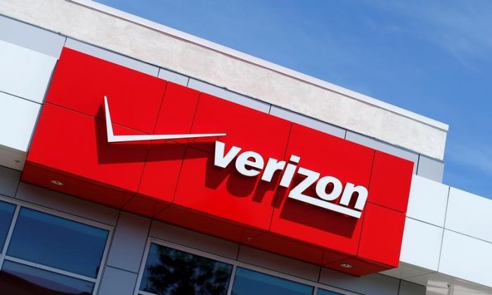The Verizon logo is seen on one of their retail stores in San Diego, California, U.S. on April 21, 2016. (REUTERS/Mike Blake)