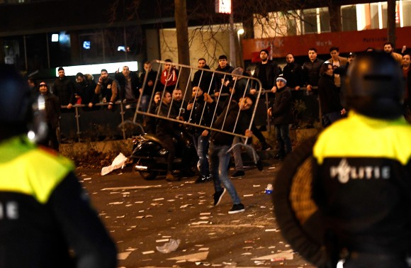 Riot police clash with demonstrators in the streets near the Turkish consulate in Rotterdam, Netherlands March 12, 2017. (REUTERS/Dylan Martinez)