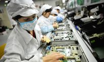Foxconn Workers Leave for Four Months