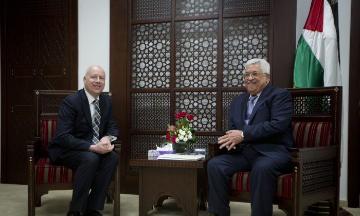 US President's peace process envoy Jason Greenblatt (L) meets with Palestinian President Mahmoud Abbas at the President's office in the West Bank city of Ramallah on March 14, 2017. (AP Photo/Majdi Mohammed)