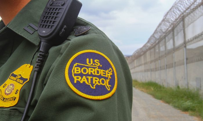 A Border Patrol agent at the US–Mexico border in California, May 17, 2016. (Bill Wechter/AFP/Getty Images)