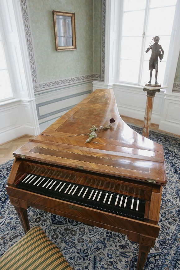 """An original harpsichord used by Austrian composer Wolfgang Amadeus Mozart stands next to a statue of him in the room where Mozart stayed and composed on several occasions between 1787 and 1791 at Bertramka Villa on Jan. 22, 2006 in Prague, Czech Republic. Mozart premiered his operas """"Don Giovanni""""  and """"La clemeza di Tito"""" in Prague and also composed several pieces there, including the concert aria """"Bella mia fiamma, addio!"""" (Sean Gallup/Getty Images)"""