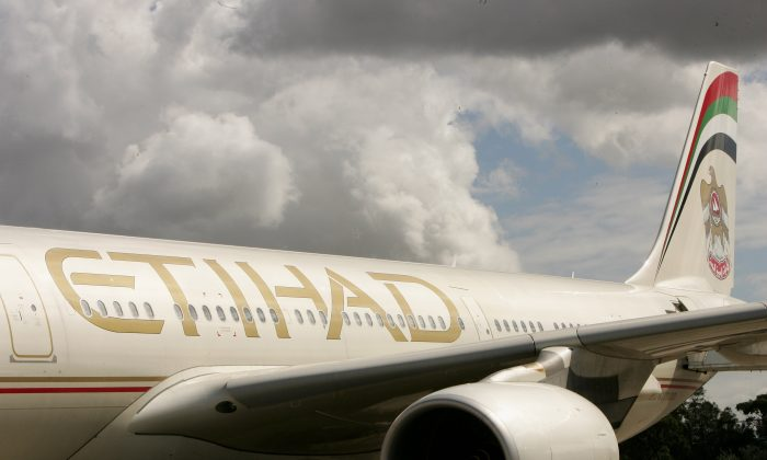 An Etihad Airways flight arrives in Sydney on March 27, 2007 in Australia. (Patrick Riviere/Getty Images)