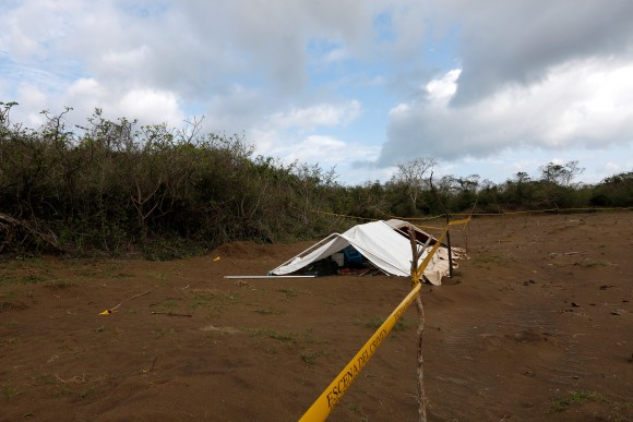 A police cordon marks the perimeter of the site where a forensic team and judicial authorities work in unmarked graves where skulls were found, on the outskirts of Veracruz, Mexico, March 16, 2017. (REUTERS/Carlos Jasso)