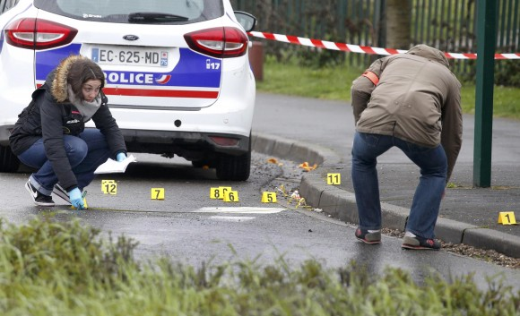 Police investigators at the scene of a shooting in the northern Paris suburb of Stains, France, on March 18, 2017.  (REUTERS/Charles Platiau)