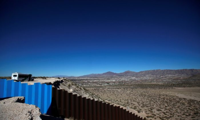 A newly built section of the U.S.–Mexico border fence at Sunland Park, U.S. opposite the Mexican border city of Ciudad Juarez, Mexico on Jan. 26, 2017. (REUTERS/Jose Luis Gonzalez)