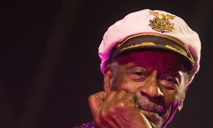 Rock and roll legend Chuck Berry poses for photographers during a concert in Burgos, northern Spain, Nov. 25, 2007 (REUTERS/Felix Ordonez/File Photo)